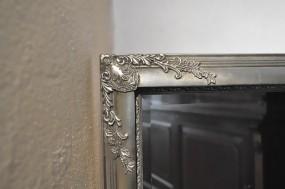 Wandspiegel Silber mit Verzierungen